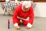santa-scrubbing